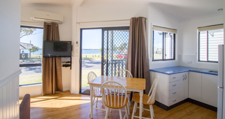 2 Bed Waterfront Cabins- South Coast Retreat - 3